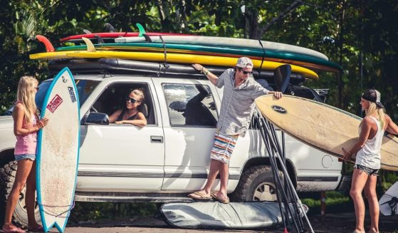 https://lostbeachtours.com/wp-content/uploads/2015/07/Jaco-Costa-Rica-surfing-surf-lessons1-559x327.jpg