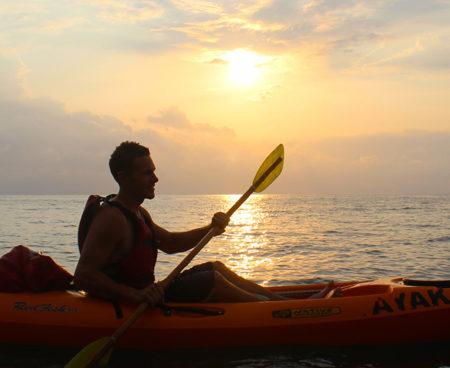 https://lostbeachtours.com/wp-content/uploads/2015/07/kayak-jaco-costarica1-450x368.jpg