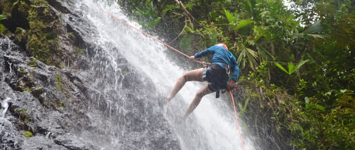 https://lostbeachtours.com/wp-content/uploads/2015/08/Canyoning4-715x303.jpg
