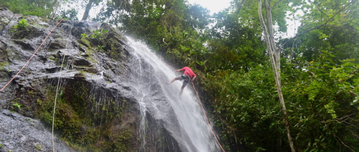 https://lostbeachtours.com/wp-content/uploads/2015/08/Canyoning6-715x303.jpg