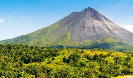 https://lostbeachtours.com/wp-content/uploads/2015/08/volcan-arenal-erupcion-450x263.jpg