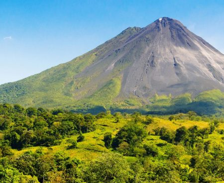 https://lostbeachtours.com/wp-content/uploads/2015/08/volcan-arenal-erupcion-450x368.jpg